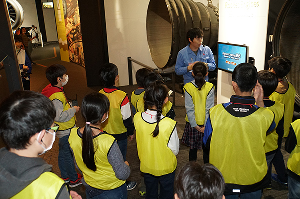 "<div class=""comClm3""> <div class=""inC2""> <div class=""inClmPosi"">  <p>On February 8, MHI Group invited 55 local fourth, fifth and sixth graders to attend the ""Minatomirai Aerospace Classroom"" at Mitsubishi Minatomirai Industrial Museum in Yokohama. To begin, the students watched a film on the museum's giant screen describing the ""life"" of a launch vehicle, from its manufacture through to the end of its designated mission. Next, the young participants were guided through the museum's various exhibits relating"