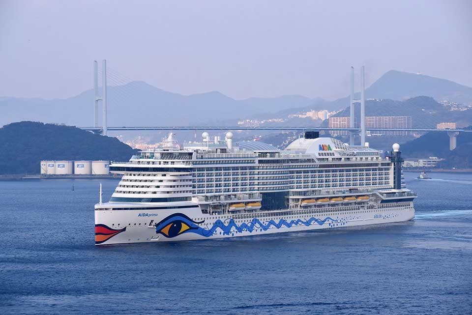 LARGE CRUISE SHIPS TO AIDA CRUISES