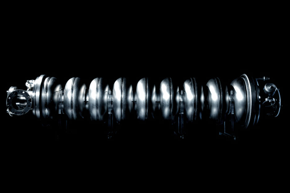 Photo:The superconducting accelerating cavity